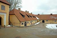Slokenbeka manor, barn at the northern gate