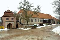 Slokenbeka manor house and southern gate